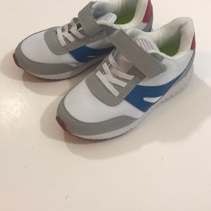 Boys sneakers NWOT size 12